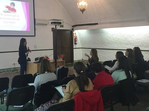 encuentro_mamas_blogueras_clinicasalus.1JPG